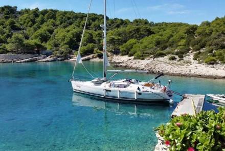 76 AYC yacht mooring